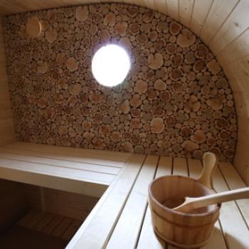 ovale fasssauna bausatz mit holzofen selbstverst ndlich sind saunab nke auch vorhanden. Black Bedroom Furniture Sets. Home Design Ideas