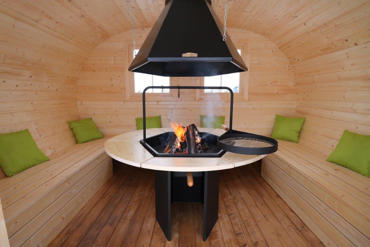 ovales grillhaus mit grillanlage garantierter hingucker. Black Bedroom Furniture Sets. Home Design Ideas