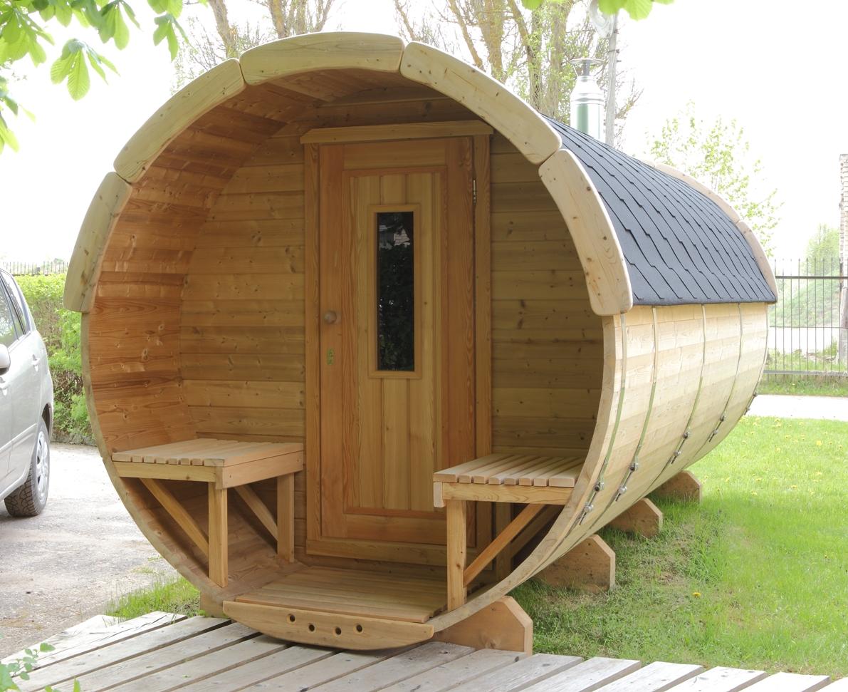fasssauna mit saunaraum und umkleideraum ein ofen kann. Black Bedroom Furniture Sets. Home Design Ideas